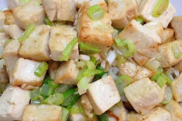 美味炒豆腐又香又减肥,减肥时吃这个也能补充营养