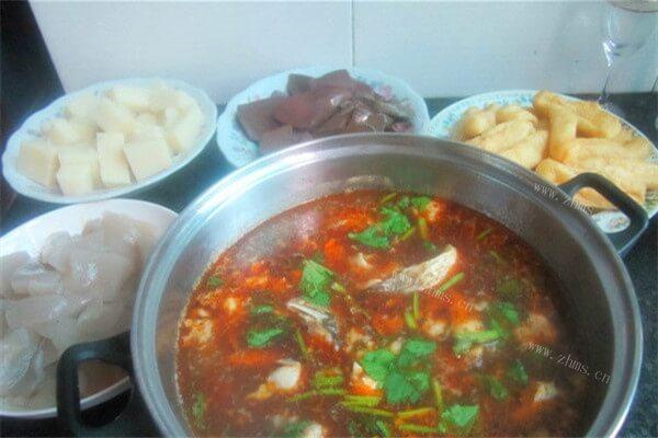 一定要召唤齐一家人一起吃的鱼头火锅,红红火火越吃越有