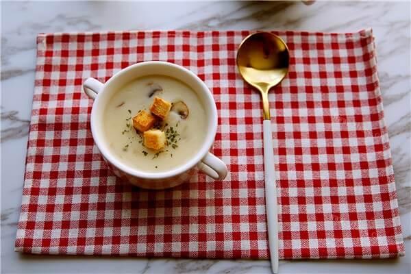 地道的法国菜——奶油蘑菇汤,汤汁超级浓郁