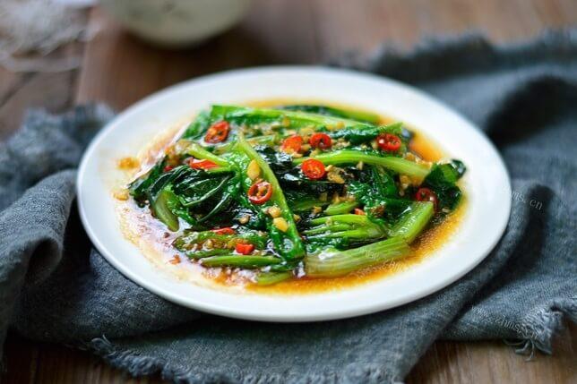 吃完莴笋剩下的叶子别丢,看看莴笋叶的做法——凉拌莴笋叶