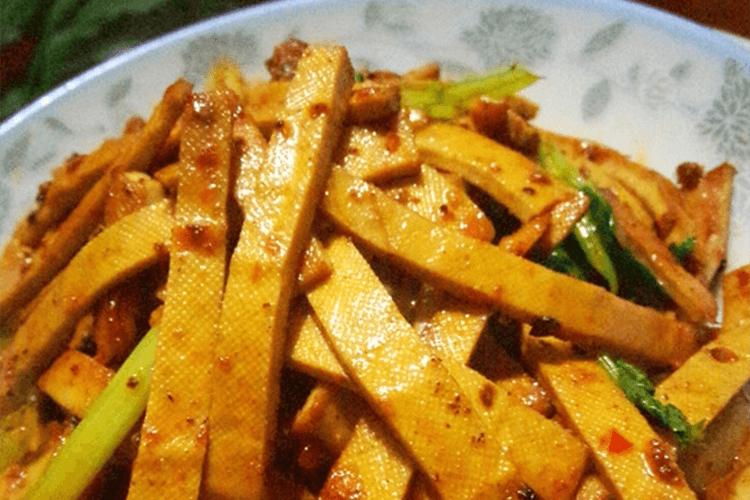 最下饭的家常菜——香干炒肉片做法来了