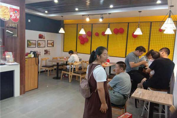 【斗石餐饮】甘肃再添快乐星汉堡,好的品牌经得起任何考验!