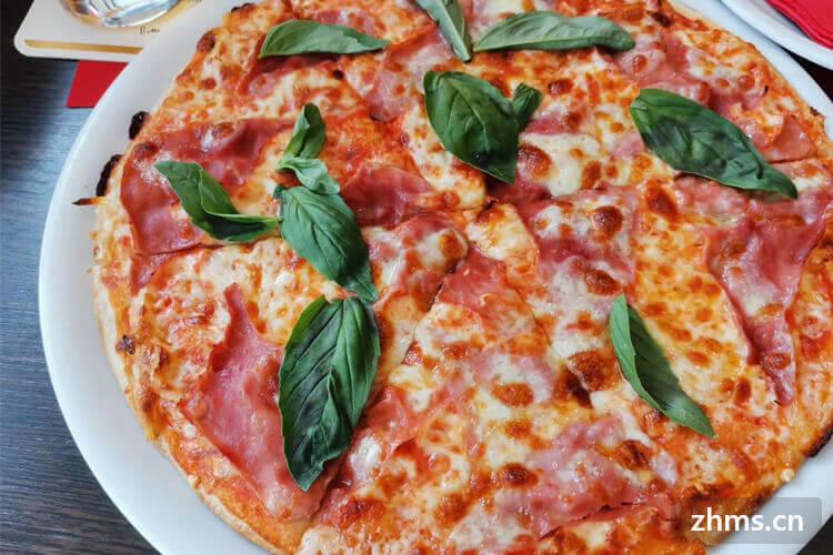 一个9寸披萨够多少人吃?换两个六寸的划算吗?