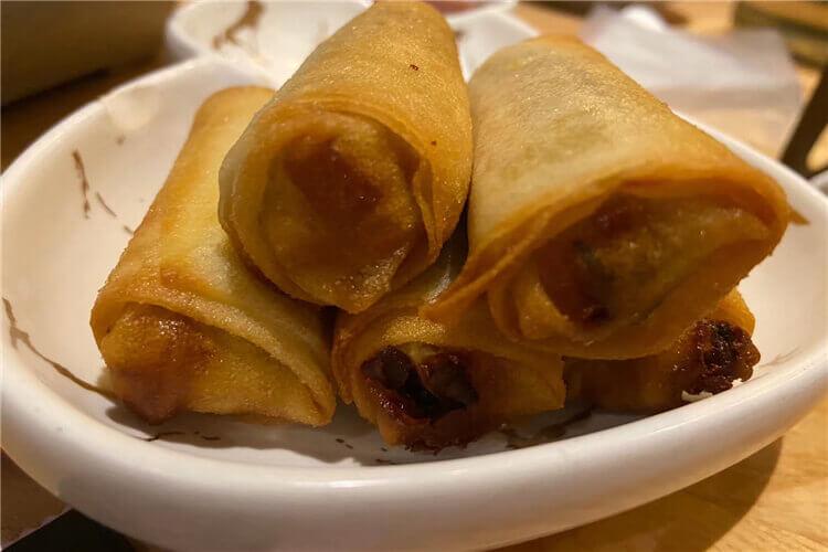 想问一下,挺好吃的,越南春卷里面包的是什么菜?