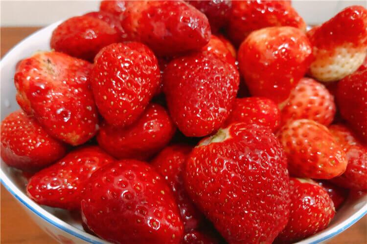 买了一些草莓,不知道草莓布丁怎么做简单又好吃?