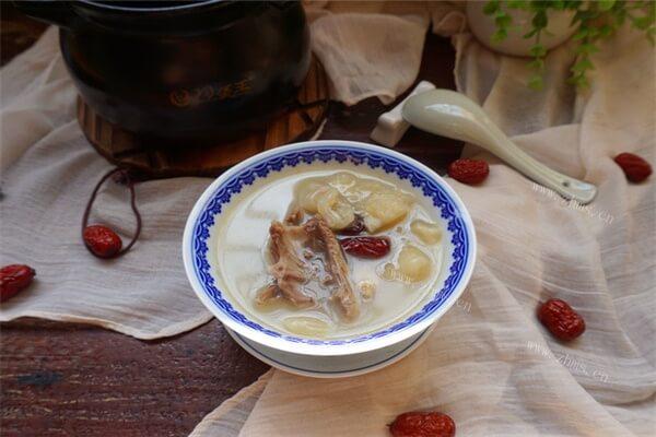 能美容养颜的汤确定不来看一下吗——乳鸽汤