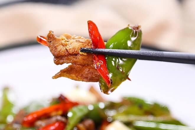 必学的湘菜特色菜——农家小炒肉,和回锅肉一样超级下饭