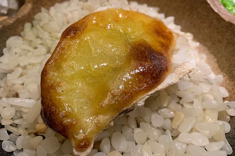 生蚝是可以烤出来吃的,怎么做碳烤生蚝的蒜蓉呀?