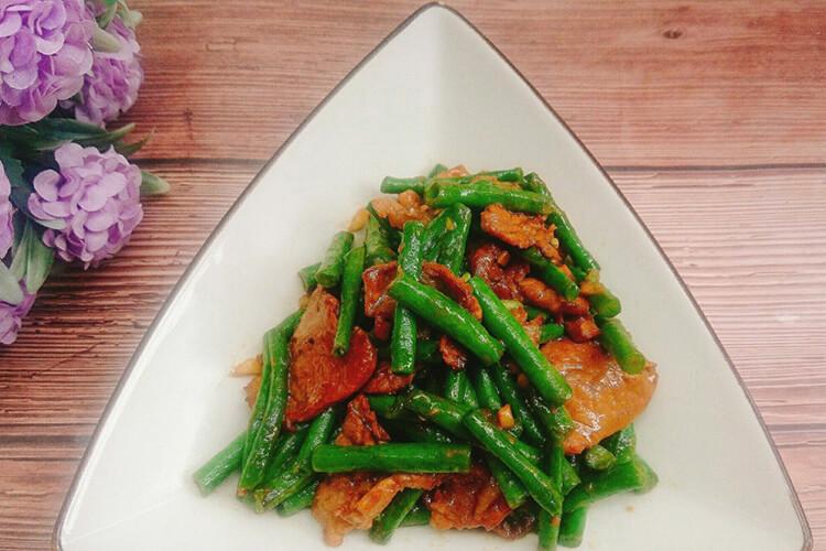 肉片炒豇豆的家常做法,喜欢吃辣还可以放点辣椒