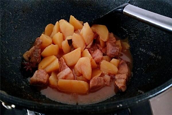 土豆怎么做最好吃?快来看看土豆烧肉的做法,一口气吃三大碗!