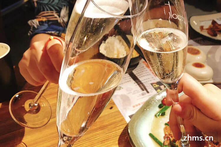 香槟好喝还是红酒好喝