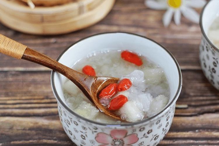 银耳雪梨汤的做法——金燕耳雪梨汤,口感绵滑软糯完胜糖水铺
