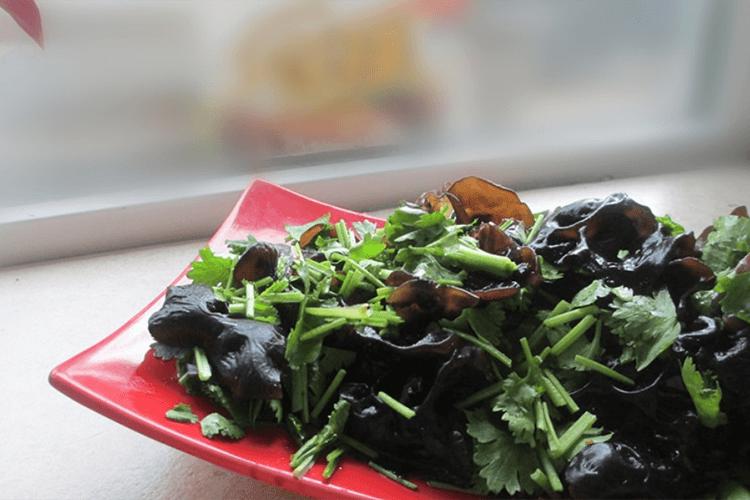 夏季巧拌菜——凉拌黑木耳,爽脆可口最是开胃