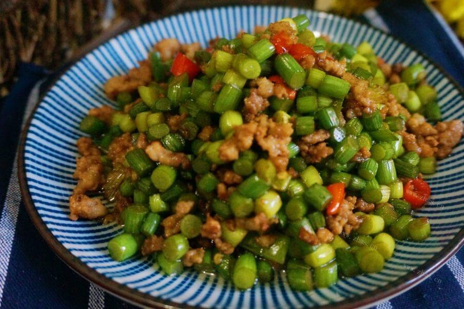 蒜苔最下饭最美味的做法之蒜苔小炒!