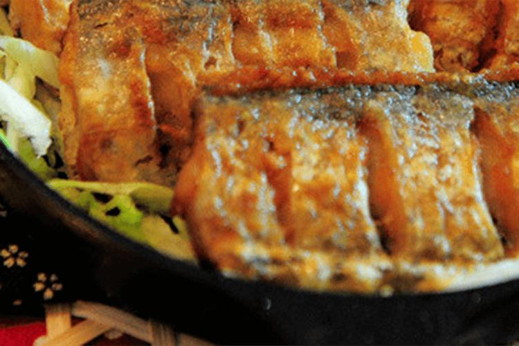 家常菜:香煎白带鱼,配上冰啤酒,这个夏天就很爽了!