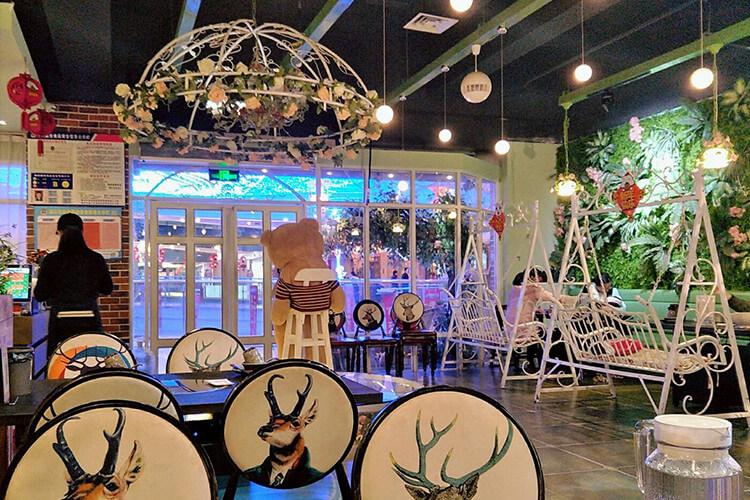 装修清新又梦幻的花园式餐厅,拍照打开的好地方