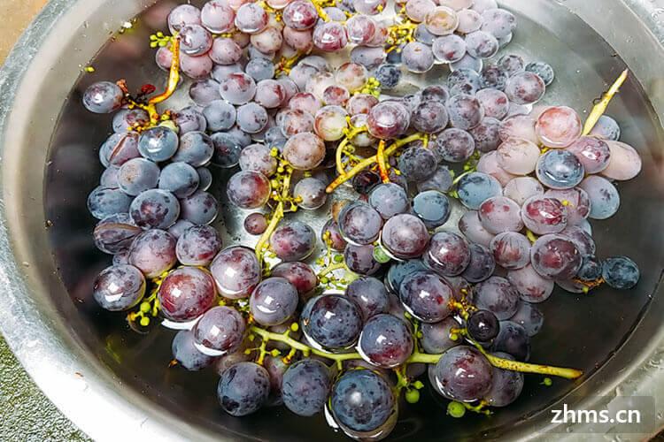 听朋友超市打折卖葡萄,就买了很多不同的葡萄,自然葡萄的颜色也不同,想知道葡萄的颜色一般有几种?