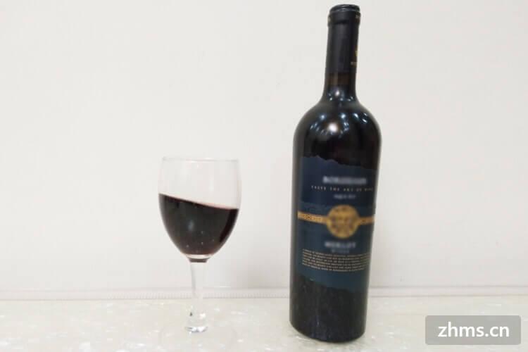 白葡萄酒和红酒的区别是什么