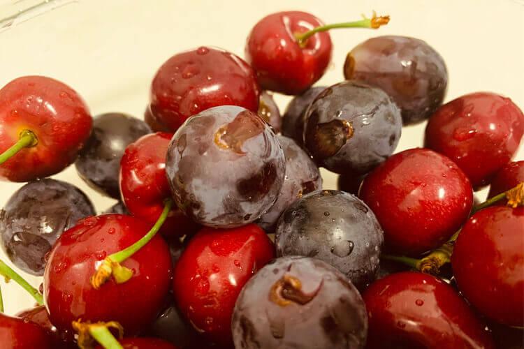 再买一些葡萄,黑葡萄好吃还是红葡萄好吃?