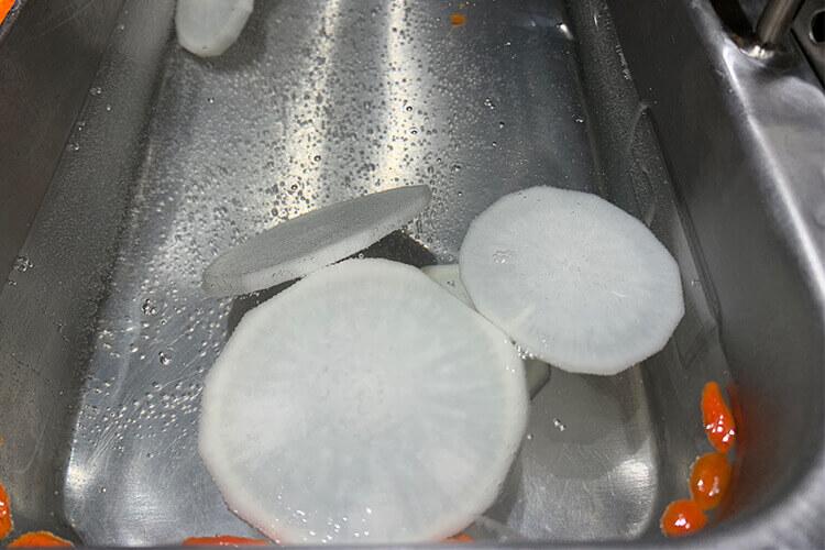 在家煮汤喝,青萝卜素丸子汤怎么做才香?