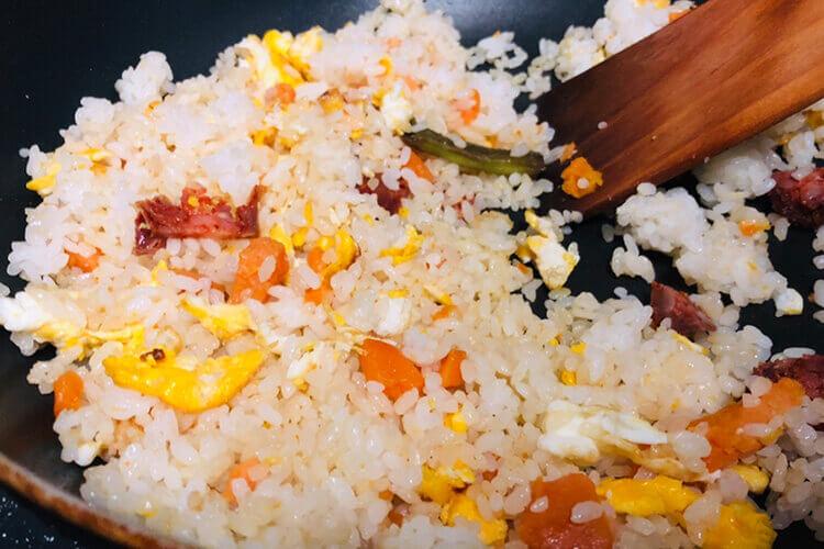 在家做了一些炒饭,拌饭和炒饭的区别?
