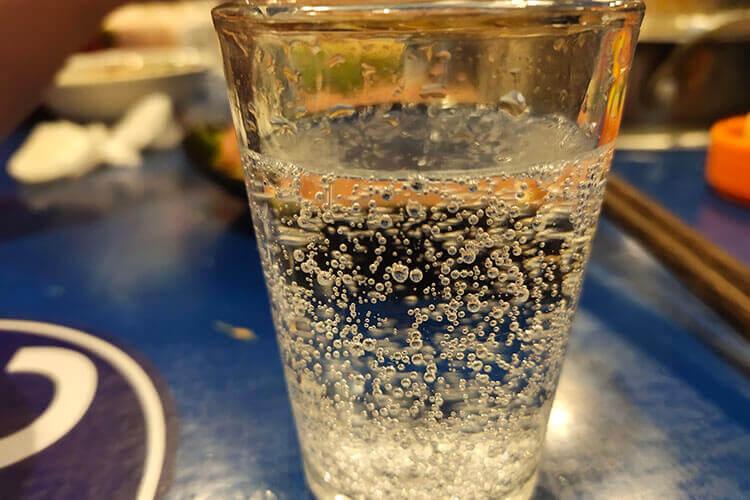 炎热的夏天又到来了,夏天喝冰雪碧可以吗?