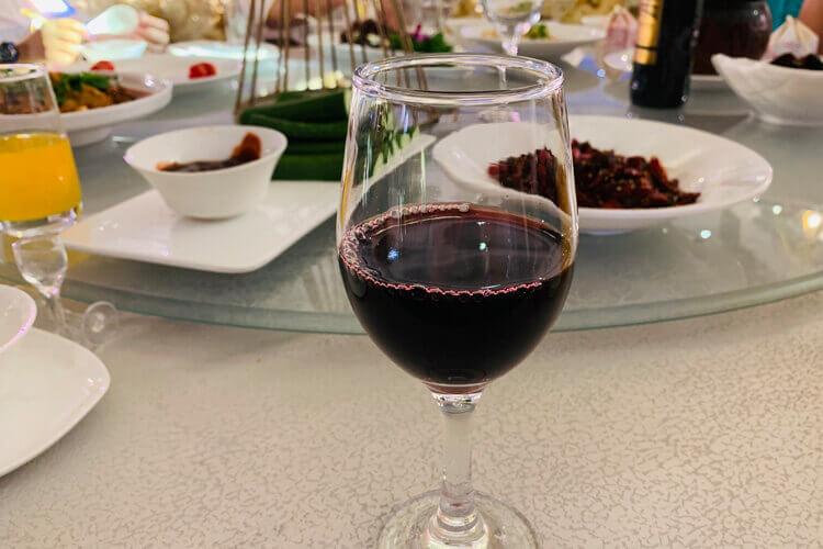红酒和葡萄酒味道差不多呀,怎么区分红酒和葡萄酒呢?