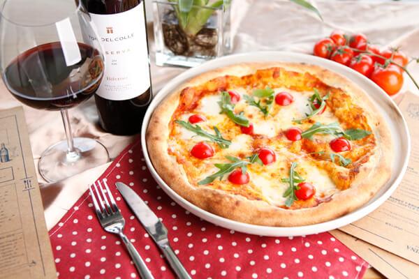 塔西卡意式风尚美食图