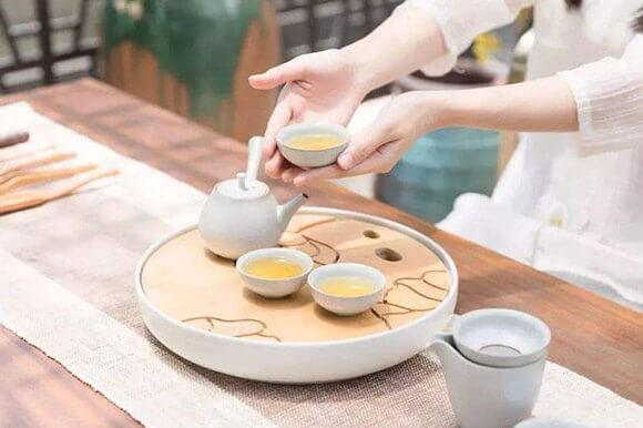 圆桌怎么倒水 圆桌上倒茶的顺序礼仪,茶饮品牌