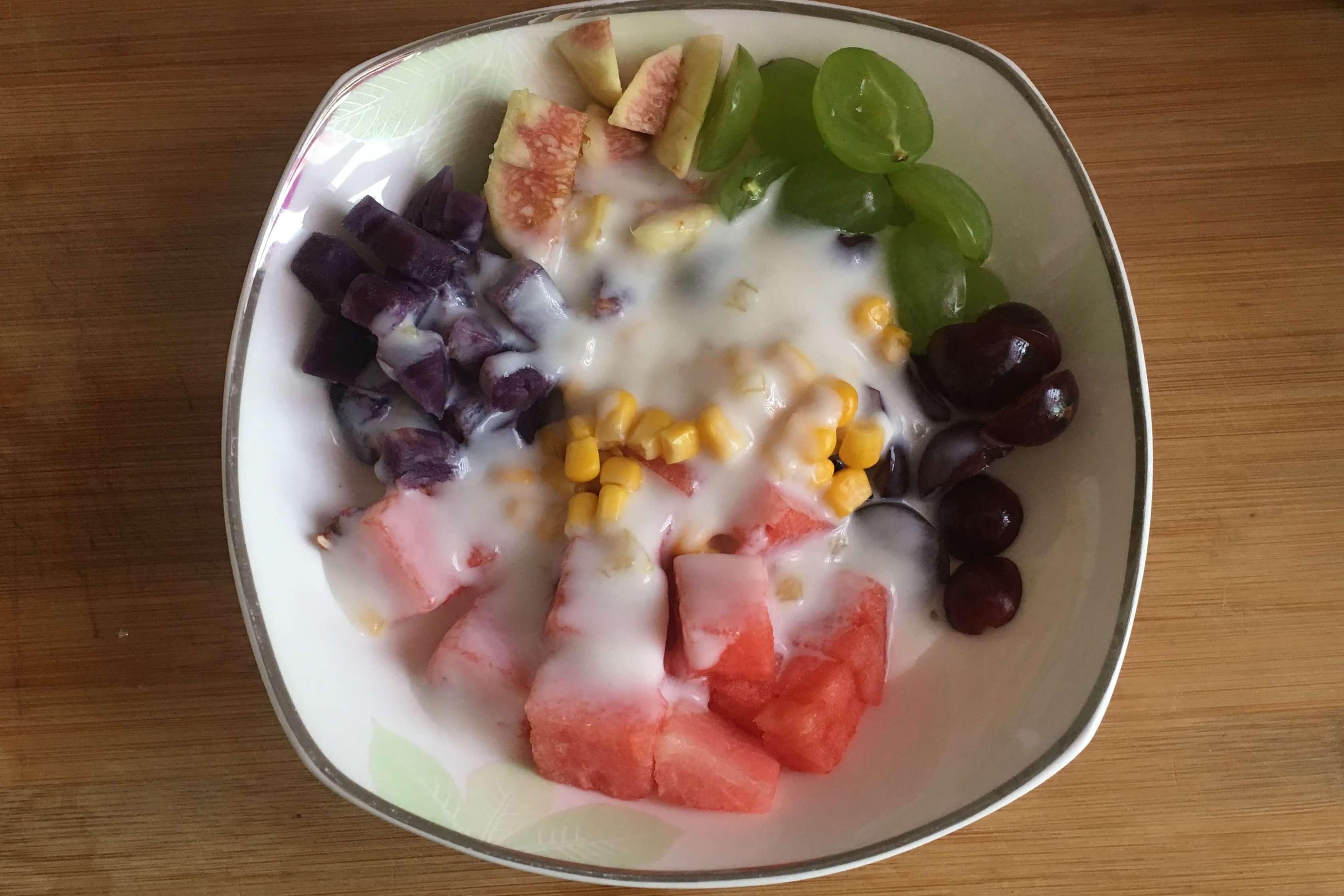 随时可做,即做即吃的水果捞只要一些酸奶就能搞定第九步