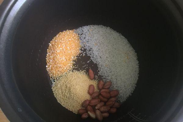 簡單又營養的小米南瓜粥,趕快做起來吧!第一步
