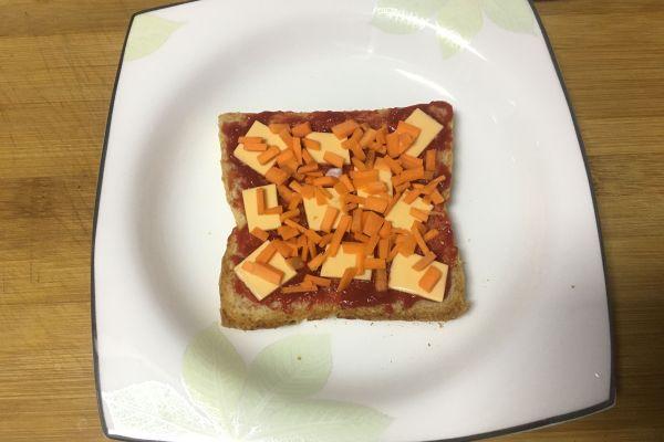 用微波爐在家也能做美味的土司披薩!第五步