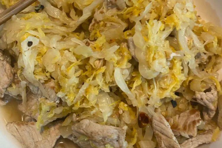 金黄诱人的酸菜白肉