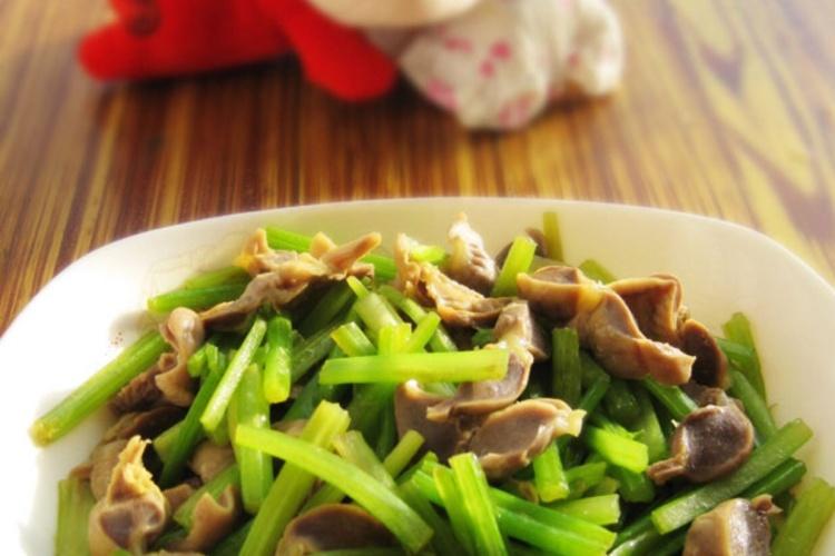 特别下饭的芹菜炒鸡胗