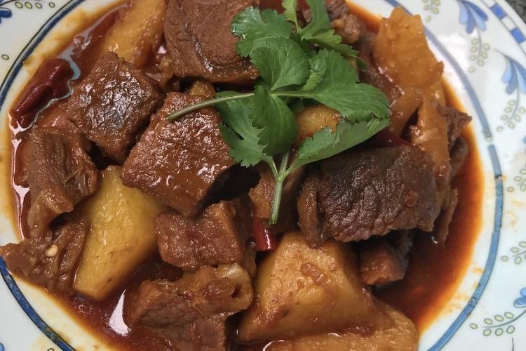 红烧土豆牛肉,配米饭下面条都超美味