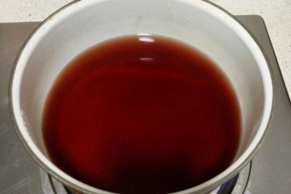 醉虾:用红酒泡出来的虾味道更加鲜美第二步