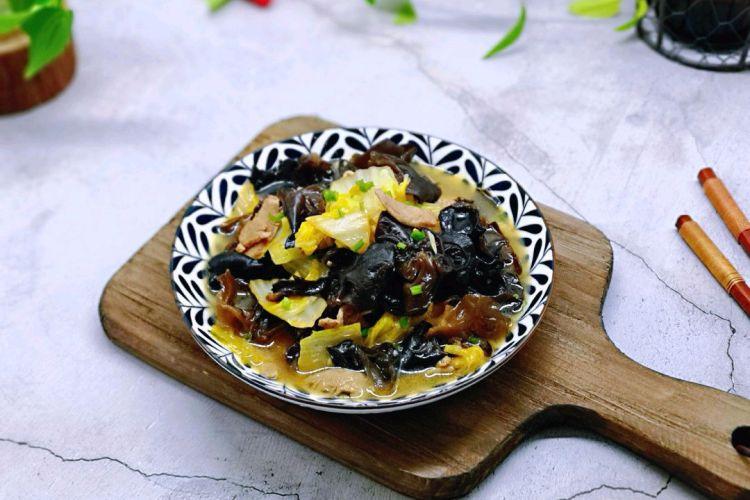 东北传统名菜——白菜炒木耳