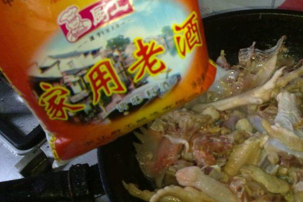 清香竹荪炖炖鸡,鲜到舌头都掉了-竹荪炖鸡第五步