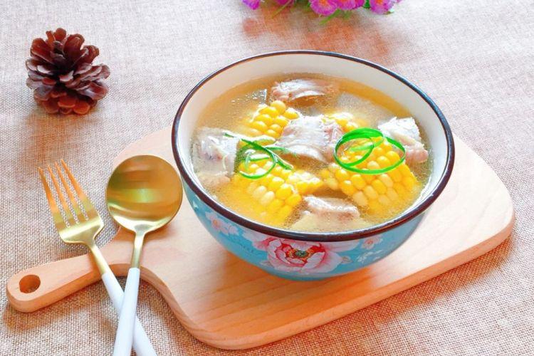 """把""""黄金""""吃进嘴里,鲜美的玉米排骨炖汤"""
