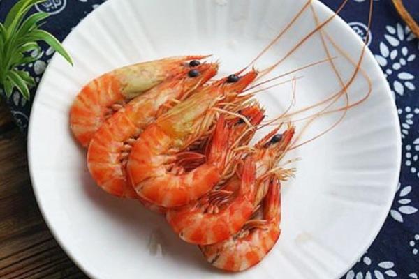 醉虾:用红酒泡出来的虾味道更加鲜美第八步