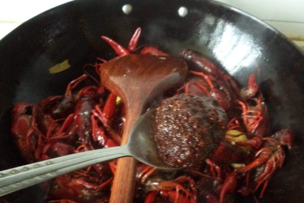 在家也能做自己喜欢的家常香辣小龙虾第五步