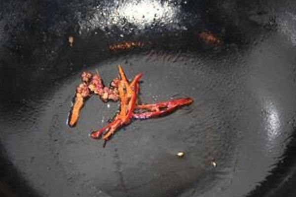 清新,热量低的凉拌洋白菜和炎炎夏日最相配~第五步