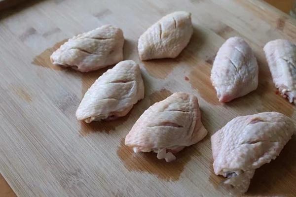 烤箱如何烤鸡翅?学会了把KFC搬回家~第二步
