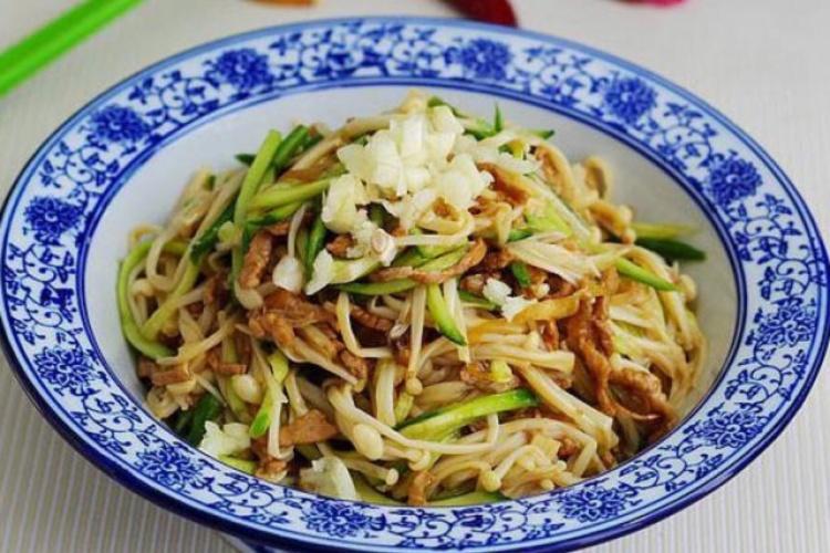 金针菇吃法之金针菇炒肉丝,比烧烤清淡比蒜蓉下饭