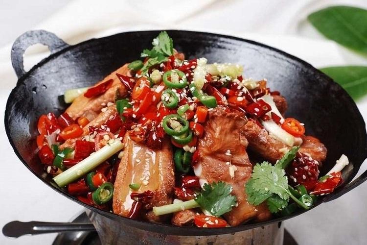 超级下饭的干锅排骨,做法也超级简单