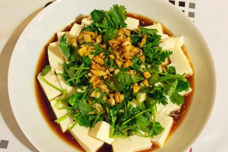 夏天吃凉拌豆腐,清爽不油腻