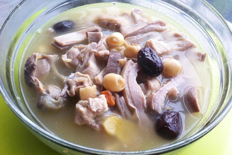 猪肚煲鸡的正宗做法,不去到广东也能吃上正宗的猪肚炖鸡