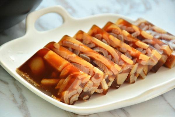 东北春节的必备菜品——家庭自制猪皮冻第九步