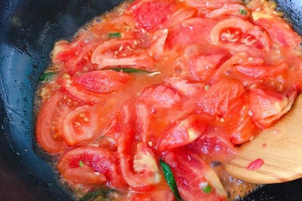 番茄龙利鱼汤,让你爱上这个味道第六步
