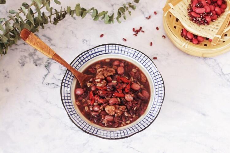 枸杞燕麦红豆粥,美容养颜的佳品